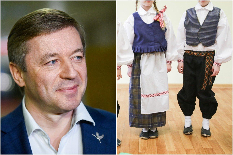 """Seimo nariai valstiečiai darželiams išdalijo tautinius kostiumus, už kuriuos sumokėjo R.Karbauskio """"Agrokoncernas""""."""