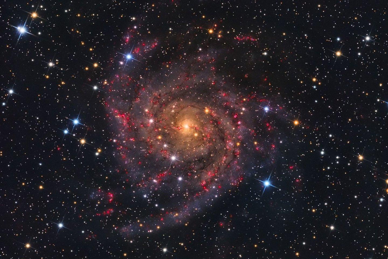 IC 342 - galaktika, esanti už 10 milijonų šviesmečių. Šios galaktikos nuotrauka, padaryta lietuvio A. Medvedevo, tapo agentūros NASA dienos nuotrauka.brA. Medvedevo nuotr.