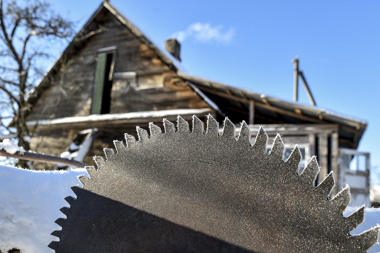Elektros tiekimas kaimui buvo nutrauktas, kai lauke spaudė devynių laipsnių šaltis.<br>V.Ščiavinsko asociatyvi nuotr.