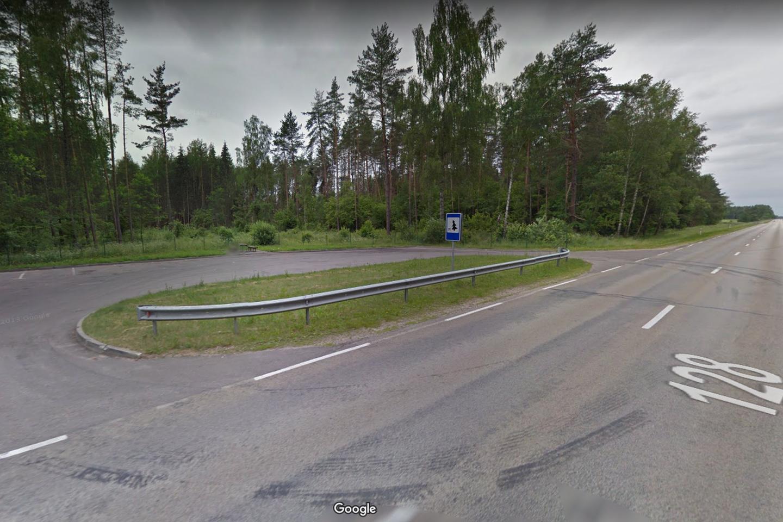 """J. Janskauskienė suko į šią stovėjimo aikštelę, kai į šeimos automobilį rėžėsi """"Audi Q7"""" visureigis.<br>Google Maps nuotr."""