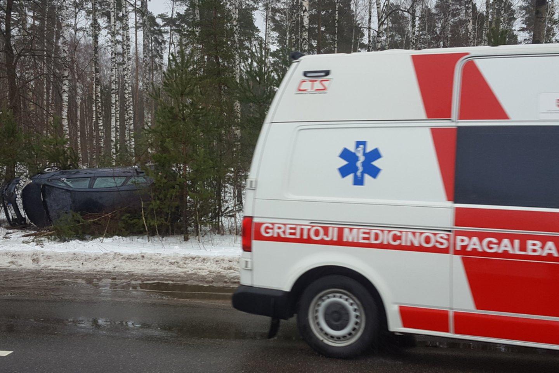 Į medikų rankas pateko vyras ir moteris.<br>Lrytas.lt nuotr.