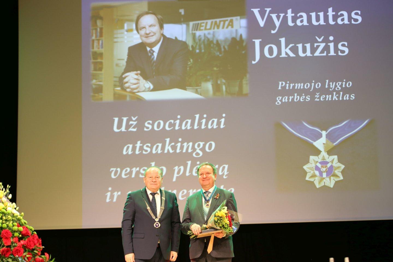 Valstybės atkūrimo dienos išvakarėse Raudondvaryje įvyko iškilmingas Kauno rajonui nusipelniusių žmonių pagerbimo renginys.<br>Kauno rajono savivaldybės nuotr.