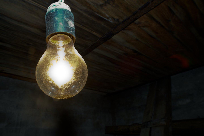 """Bendrovė """"Elektros skirstymo operatorius"""" (ESO) skaičiuoja, kad perpus sumažėjo ne tik pranešimų apie galimas vagystes, bet ir piktavalių padaromų žalų sumos.<br>V.Ščiavinsko nuotr."""