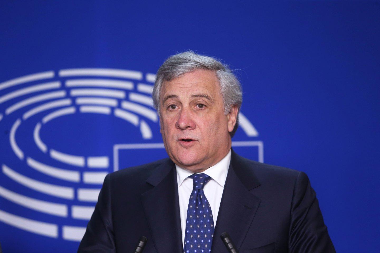 Europos Parlamento pirmininkas Antonio Tajani pirmadienį pasmerkė Venesuelos valdžios draudimą į šalį įvažiuoti europarlamentarų grupei.<br>AFP/Scanpix nuotr.
