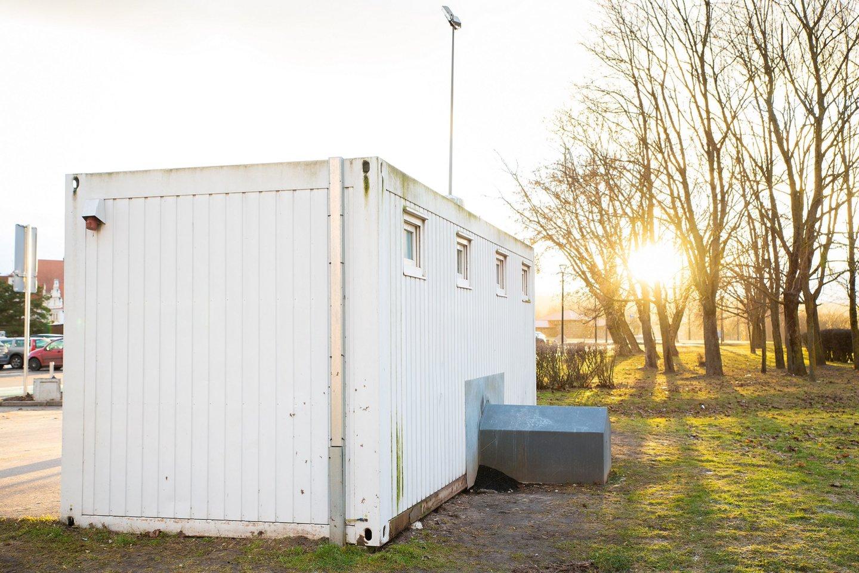 Vadinamasis auksinis tualetas stovėjo dešimtmetį.<br>Nuotr. iš LR archyvo.