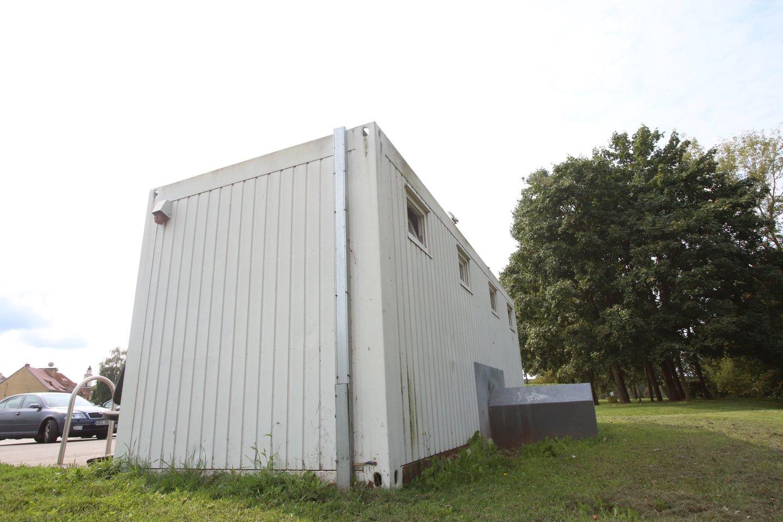 Vadinamasis auksinis tualetas šią savaitę buvo nukeltas ir bus parduodamas aukcione.<br>M.Patašiaus nuotr.