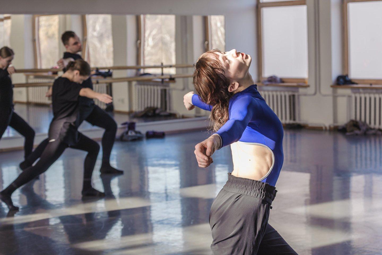 Kuriamas šiuolaikinio šokio spektaklis.<br>O.Kasabovos nuotr.