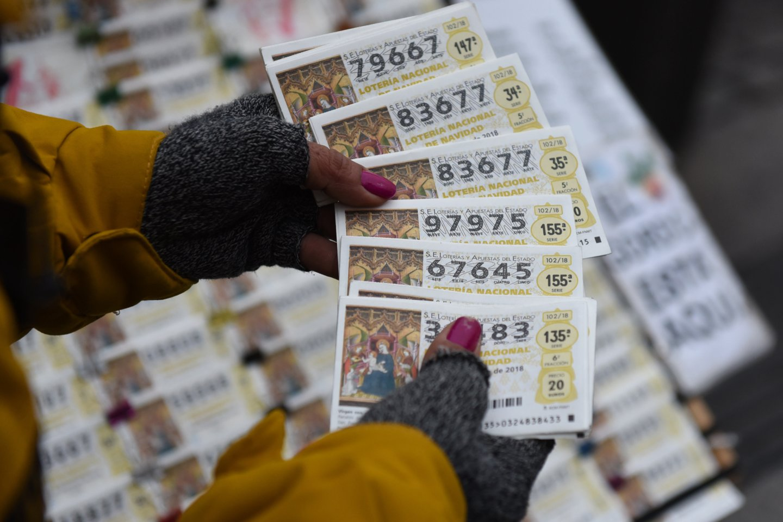 Laimėtojas pasirinko pinigus gauti visus iškart ir grynais.<br>Reuters/Scanpix nuotr.