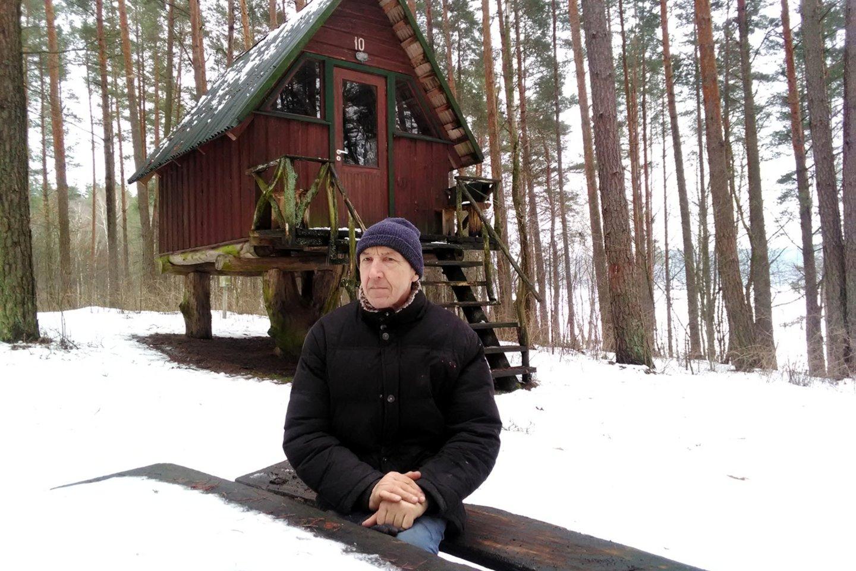 S.Stonkus ir norėdamas negali stovykloje įrengti sanitarinių mazgų ir vis dar turi kuopti lauko tupyklas.<br>Asmeninio archyvo nuotr.