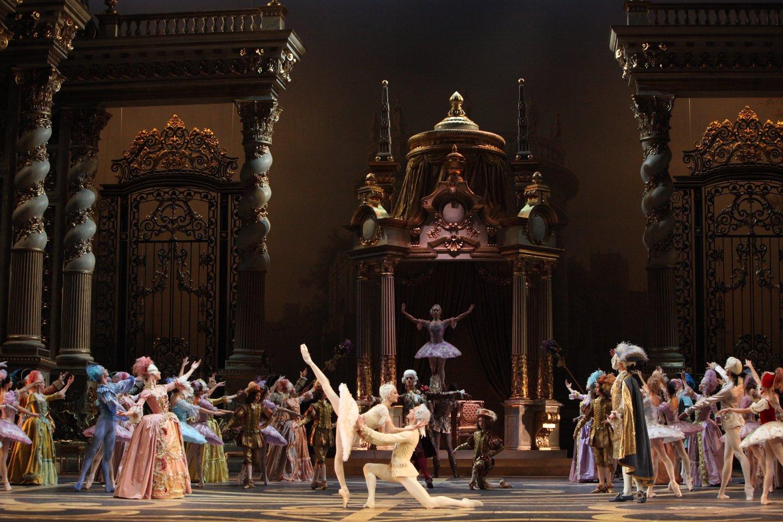 """Maskvos Didžiojo teatro baletas """"Miegančioji gražuolė"""" alsuoja prabanga.<br>D.Jusupovo (Didysis teatras) nuotr."""