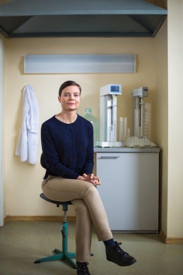 BENU vaistininkė Jūratė Vaičiūnienė sako, kad neretai merginos griebiasi griežtų dietų iš neteisingų paskatų – kuo greičiau numesti svorio.<br>BENU nuotr.