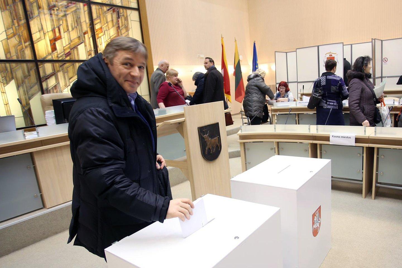 Antrajame Panevėžio miesto mero rinkimų ture R.Karbauskis savo paramos nesuteikė nei vienam iš kandidatų.<br>M.Patašiaus nuotr.