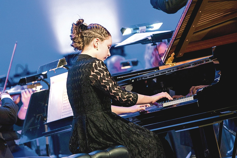 Jaunieji pianistai bendraamžiams suteikė galimybę nemokamai lankytis uostamiesčio teatruose.<br>D.Rimeikos nuotr.