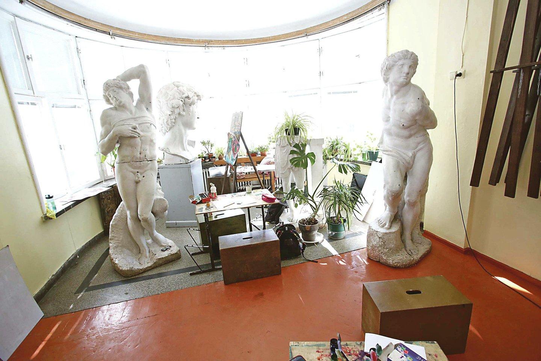 Buvusioje oranžerijoje ir dabar auga gėlės ir kuria jaunieji menininkai.
