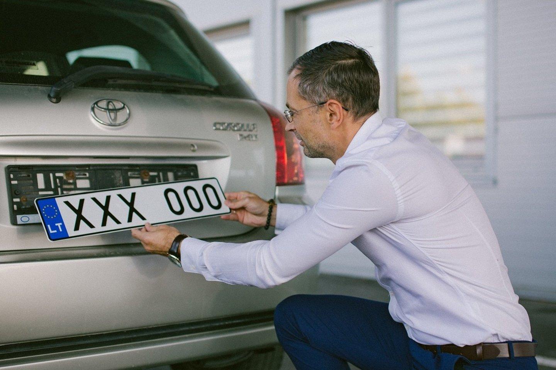 Atsirado daugiau galimybių pasirinkti norimus automobilio numerius.<br>Regitros nuotr.