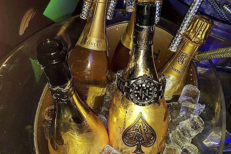 """Londono, Šveicarijos ir Italijos prašmatnių restoranų ir kitų viliojančių vietų nuolatinis lankytojas iš Šiaurės Kaukazo buvo pastebėtas VIP klube Dubajuje. Jis plovė sportinį automobilį šampanu """"Kristal"""".<br>Instagram nuotr."""