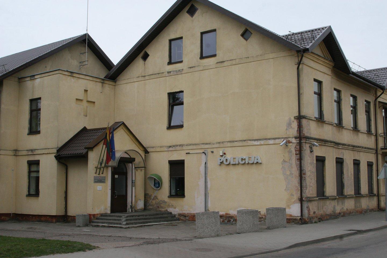 Kalvarijoje tarnybos vietoje iš pat ryto užkluptas girtas policininkas.<br>L.Juodzevičienės nuotr.