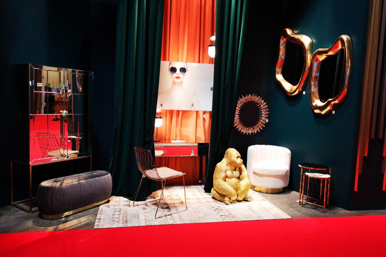 Būti spalvingiems – tokią tendenciją 2019 metams diktuoja parodoje Milane dalyvavę dizaineriai, baldų, interjero detalių ir šviestuvų gamintojai.<br>Kristinos Grybaitės nuotr.
