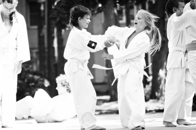 Tėvai galėtų padėti atrasti savo atžaloms būdų, kaip bendrauti gyvai, tarkim, treniruotėse.<br>Aikido klubo archyvo nuotr.