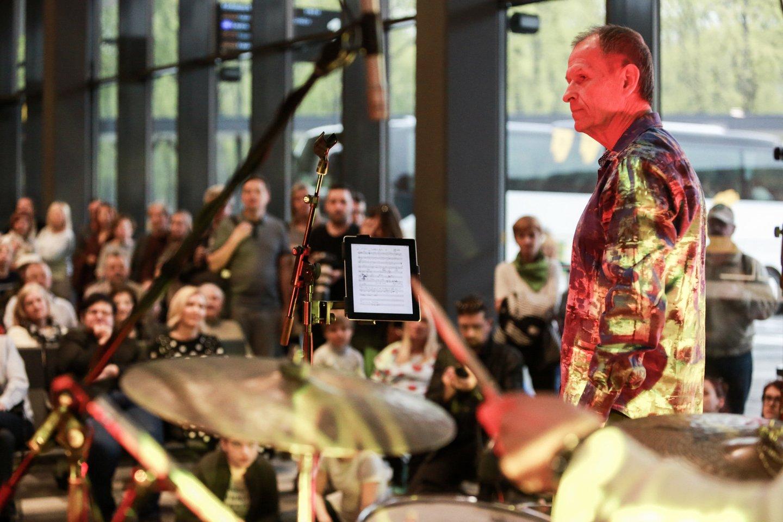 Džiazo festivalio koncertas vyko Kauno autobusų stotyje.<br>G.Bitvinsko nuotr.