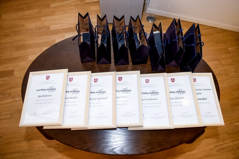 Pagerbti pedagogai – įteiktos Metų mokytojų premijos ir diplomai.<br>D.Umbraso nuotr.
