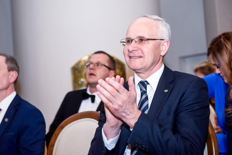 Ministras A.Monkevičius įteikė Metų mokytojų premijas ir diplomus.<br>D.Umbraso nuotr.