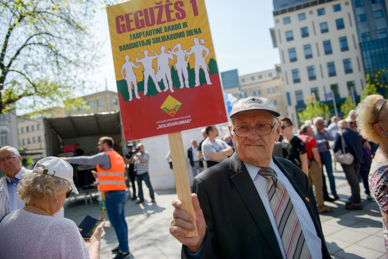 Darbo dienos proga darbuotojai tradiciškai stojo ginti savo teisių.<br>J.Stacevičiaus nuotr.
