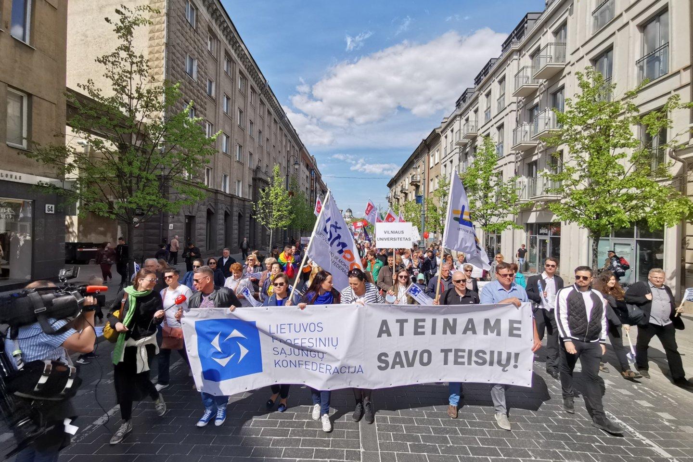 Keli šimtai žmonių Vilniuje reikalauja lygių teisių.<br>R.Danisevičiaus nuotr.