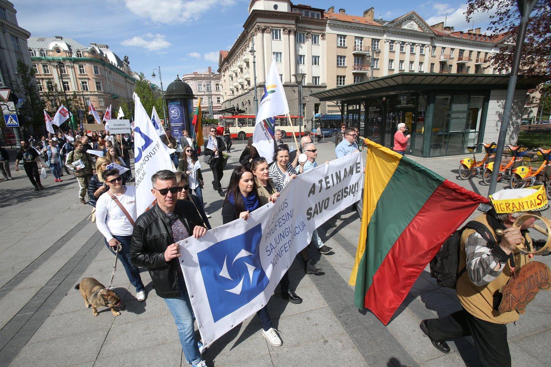 Gegužės 1-osios eitynės Lietuvoje – šimtai dalyvių, reikalavimai ir šūkiai.<br>R.Danisevičiaus nuotr.