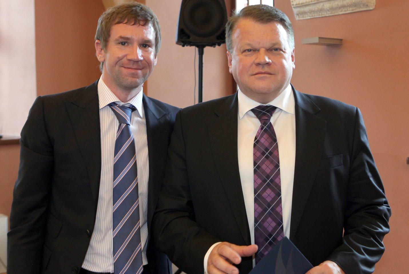 """Buvę """"Snoro"""" pagrindiniai akcininkai Vladimiras Antonovas (kairėje) ir Raimondas Baranauskas pasiekė, kad banko byla būtų nagrinėjama Tarptautiniame arbitraže (ICC) Paryžiuje.<br>LR archyvo nuotr."""