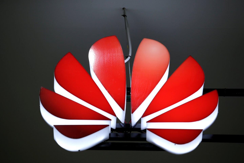 """Kompanijos """"Google"""" įkurtas konglomeratas """"Alphabet Inc."""" suspendavo verslo santykius su """"Huawei"""".<br>Reuters / Scanpix nuotr."""