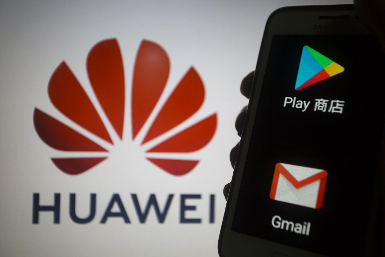"""""""Google"""" paskelbė, kad nutraukia aptarnavimą su """"Huawei"""", tą patį daro """"Intel"""" ir """"Qualcomm"""".<br>Zumapress / Scanpix nuotr."""
