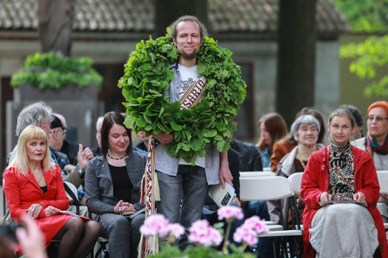 """""""Poezijos pavasario"""" laureatu šiemet vainikuotas M.Burokas.<br>G.Bitvinsko nuotr."""