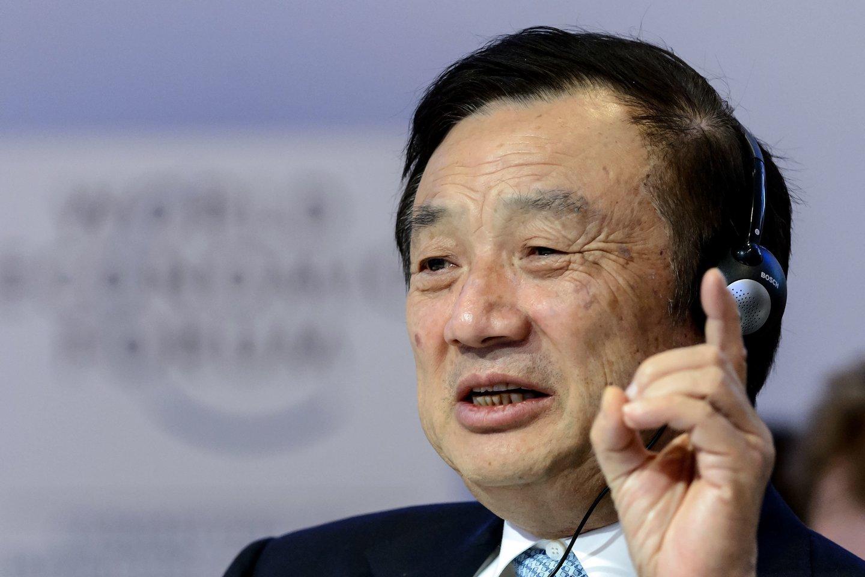 """""""Huawei"""" įkūrėjas nepritaria """"Apple"""" uždraudimui.<br>AFP / Scanpix nuotr."""