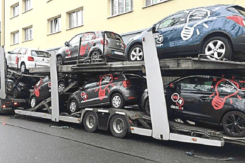 """Manoma, kad Vokietijoje iš 40 tūkstančių užsakytų automobilių klientams buvo pristatyti tiktai penki šimtai.<br>""""Dexcar.de"""" nuotr."""