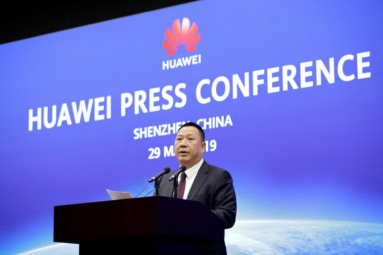 """""""JAV vyriausybė nepateikė jokių įrodymų, kad """"Huawei"""" kelia saugumo grėsmes. Nėra jokio ginklo, nėra dūmų. Tik spekuliacijos"""", – teigiavyriausiasis """"Huawei"""" teisininkas Songas Liupingas.<br>Reuters / Scanpix nuotr."""