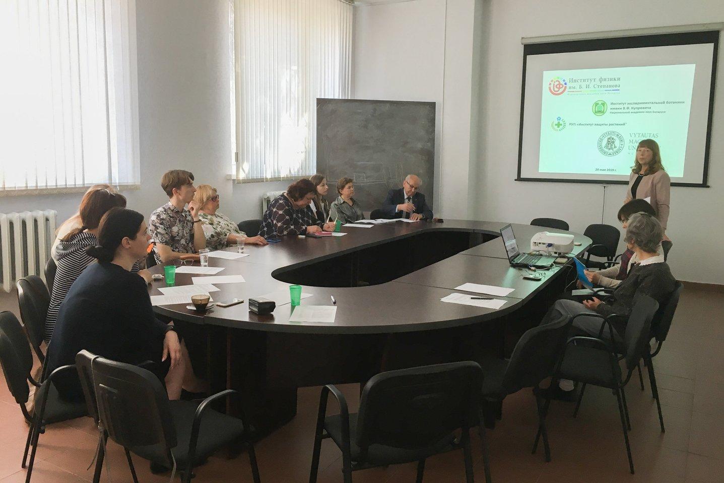 VDU Botanikos sodo ir Gamtos mokslo fakulteto atstovai vyko į Minską, kur Lietuvos ir Baltarusijos fizikai, biochemikai, mikrobiologai, zoologai bei botanikai susitiko pasidalinti patirtimi ir aptarti tyrimų planų.