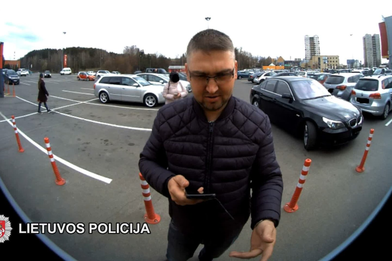 Policija prašo atpažinti šį vyrą.<br>Vilniaus policijos nuotr.