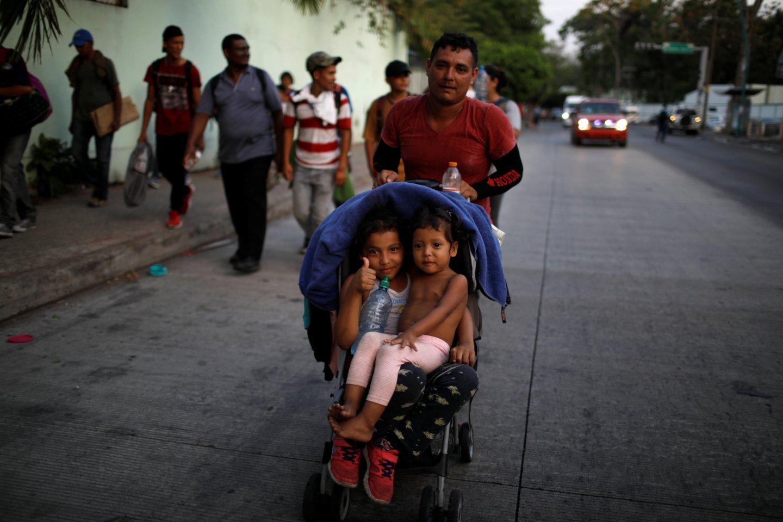64 migrantai, tarp kurių yra 12 moterų ir kūdikis, buvo i<br>Reuters/Scanpix nuotr.