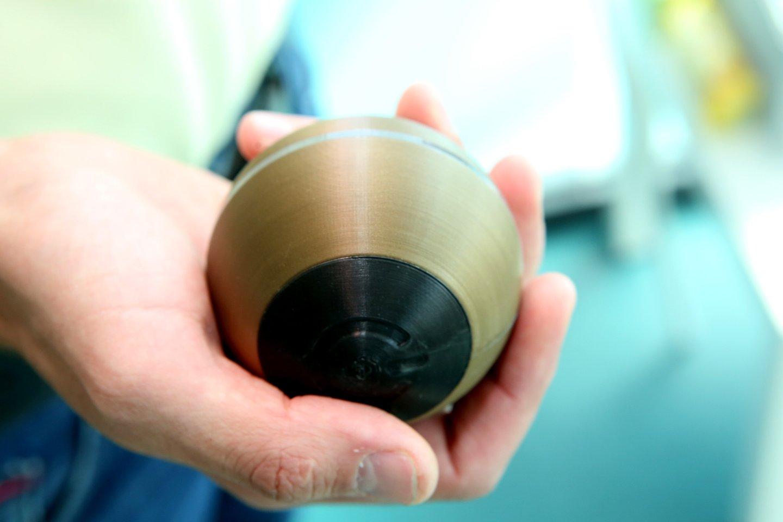"""Jauni inžinieriai sukūrė prietaisą – kamuoliuką """"ViLim Ball"""".<br>M.Patašiaus nuotr."""