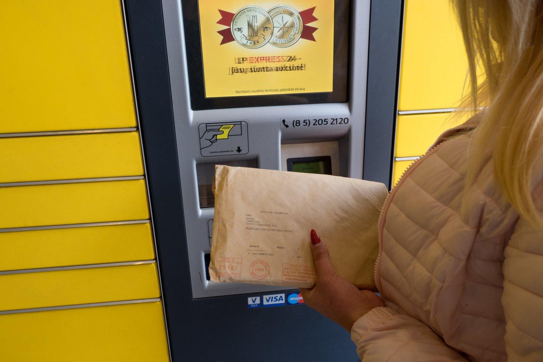 Per pastaruosius 3 mėnesius Lietuvos paštas yra gavęs 42 klientų prašymus sustabdyti išsiųstų daiktų išdavimą savitarnos terminaluose – vien per praėjusį savaitgalį tokių prašymų užfiksuota 10.<br>V.Ščiavinsko nuotr.