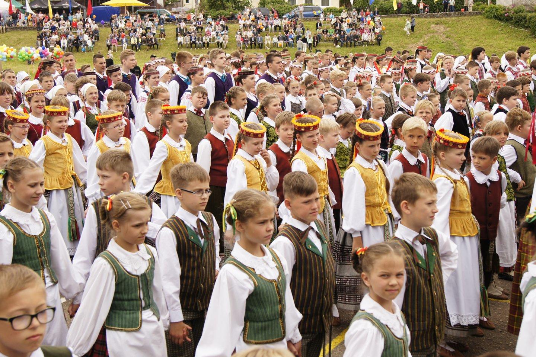 Šventės metu vyks vaikų, jaunimo ir suaugusiųjų chorų, liaudiškos muzikos kapelų ir vokalinių ansamblių, teatro ir šokio kolektyvų, folkloro ansamblių, pučiamųjų orkestrų ir merginų choreografinių grupių koncertai.<br>Rengėjų nuotr.