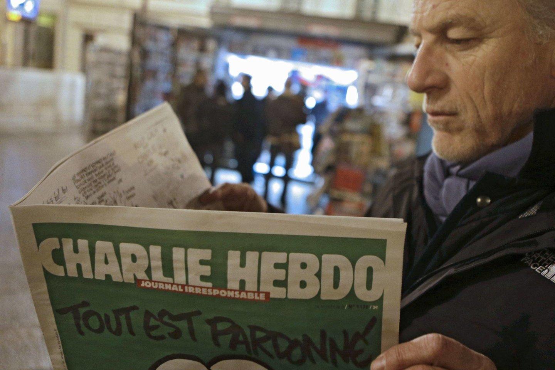 """Sausio 7 d. ginkluoti islamistai užpuolė pranašo Mahometo karikatūras spausdinusio satyrinio savaitraščio """"Charlie Hebdo"""" redakciją Paryžiuje ir nužudė 12 žmonių.<br>AP asociatyvi nuotr. iš archyvo"""