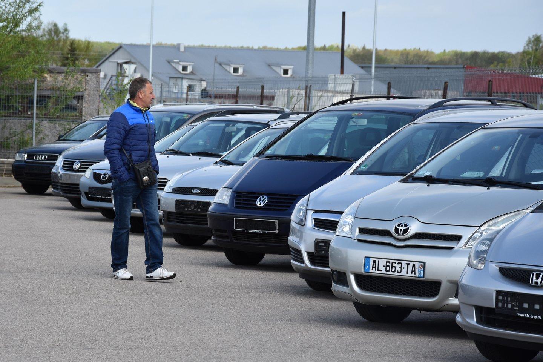 Griežta automobilio pirkimo ir pardavimo sandorių kontrolės sistema turėtų pradėti veikti antroje 2020 metų pusėje.<br>A.Srėbalienės nuotr.
