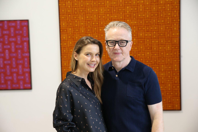 Su savo vyru, žinomu JK verslininku ir kolekcininku, meno fondo DRAF steigėju D.Robertsu Indrė susipažino koledžo magistrinių darbų parodoje.<br>R.Danisevičiaus nuotr.