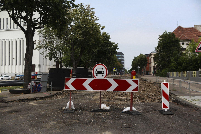 Kauno centre remontuojama gatvė.<br>G.Bitvinsko nuotr.