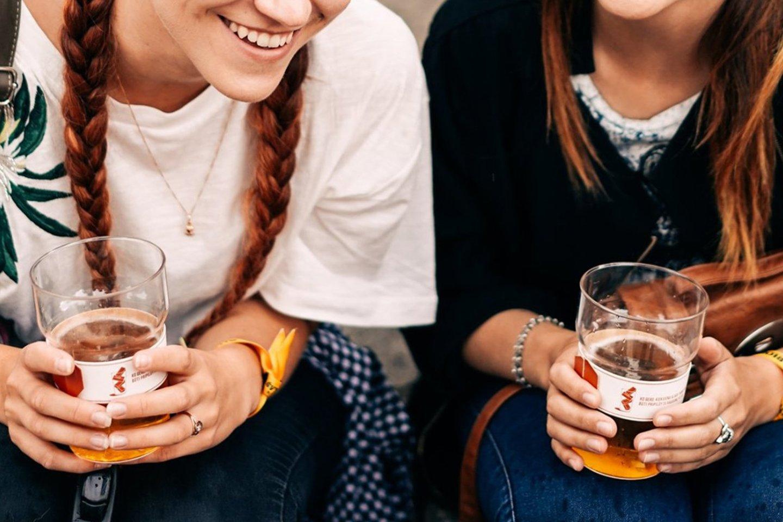 Aludarių dienos festivalyje Klaipėdoje bus naudojamos daugkartinės plastikinės taurės, kurios neteršia gamtos.<br>Pranešimo autorių nuotr.