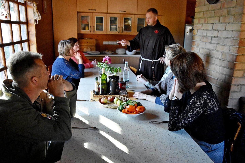 Vakarienė tvartelio virtuvėje.<br>A.Srėbalienės nuotr.