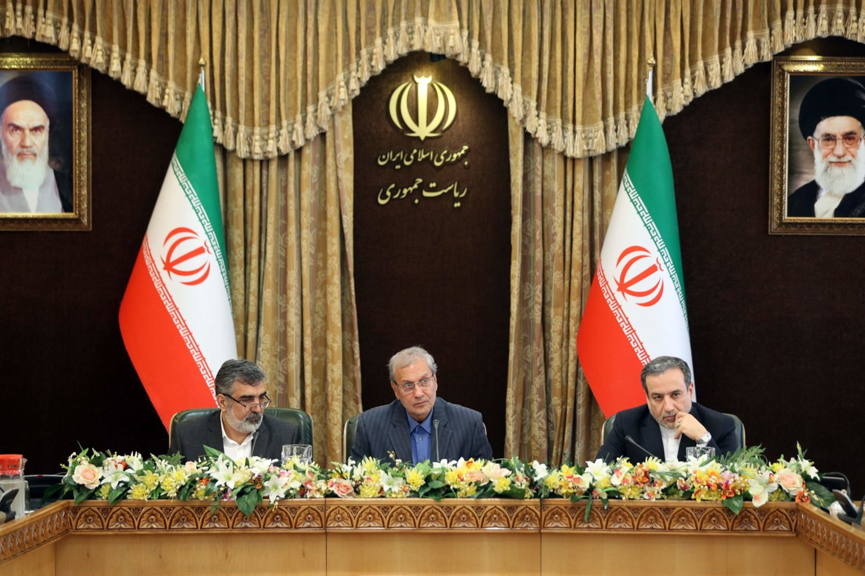 """Iranas sekmadienį pagrasino """"po 60 dienų"""" atsisakyti dar daugiau pagal 2015 metų susitarimą dėl šalies branduolinės programos prisiimtų įsipareigojimų, jeigu su likusiomis susitarimo šalimis nepavyks """"rasti sprendimo"""".<br>AFP/Scanpix nuotr."""