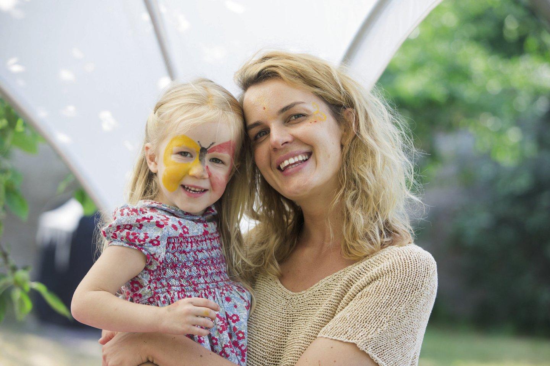 Kūrybininkė Rimantė Kulvinskytė su dukra Luna.<br>Asmeninio albumo nuotr.